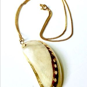 Vintage Jewelry - Vintage Gold Dipped Seashell Necklace